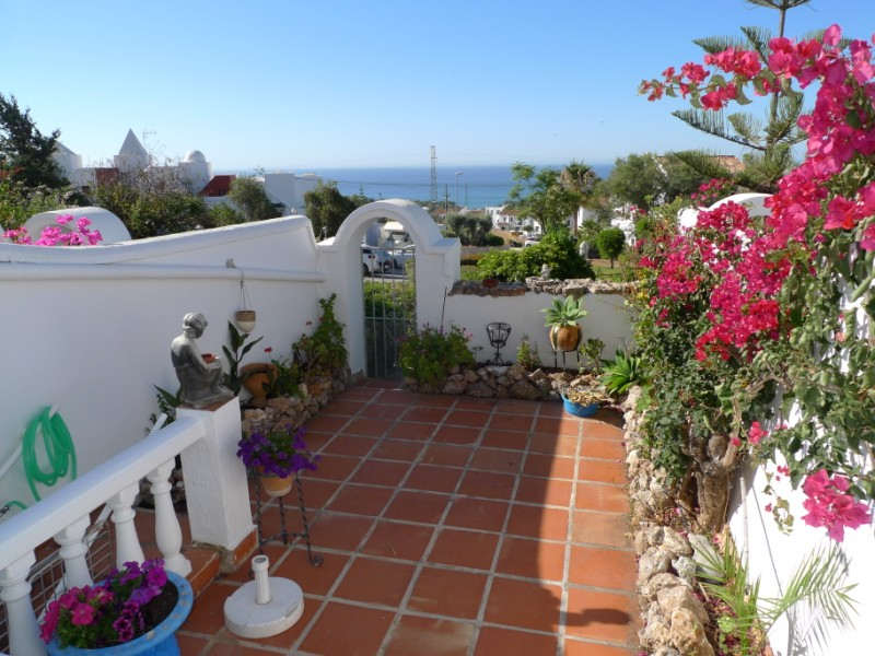 2BR townhouse with a sep apartment for sale in Urb Jardines de Nerja